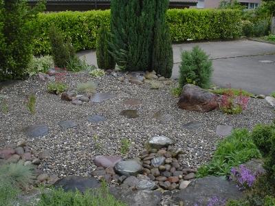 Steingarten mit verschiedenem runkies grössenen und bollensteinen in